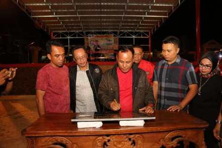 Plt. Bupati  Nanang Ermanto Resmikan Taman Gor Way Handak (GWH) Dengan Mengelar Pangung Hiburan Untuk Korban Tsunami.