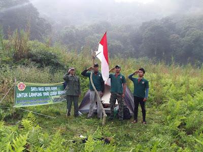 Sambut HUT RI Ke 72,Bendera Merah Putih Berkibar di Puncak Gunung Rajabasa