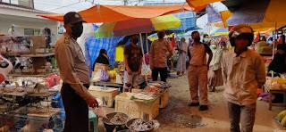 Petugas Patroli Polsek Alla Pantau Kamtibmas Dan Penerapan Prokes Di Pasar Sudu