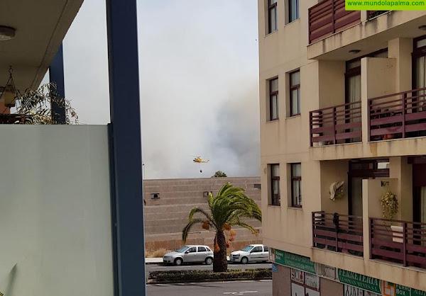 El fuego continúa imparable hacia Los Llanos