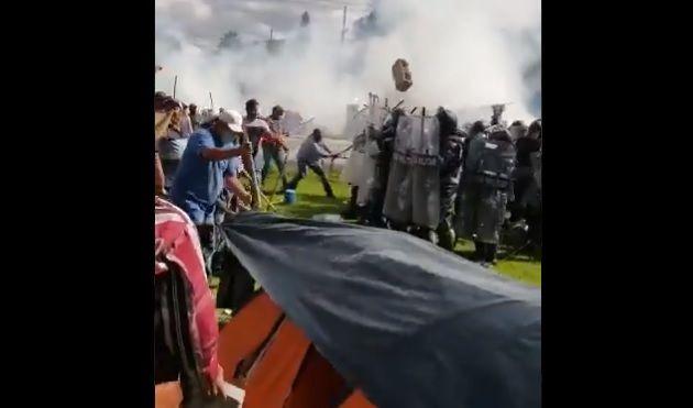 VIDEO.-  Campesinos en Chihuahua defienden el agua Mexicana que estaba siendo enviada E.U, obligan a Guardia Nacional tras enfrentarse a irse de presa, para detener las turbinas