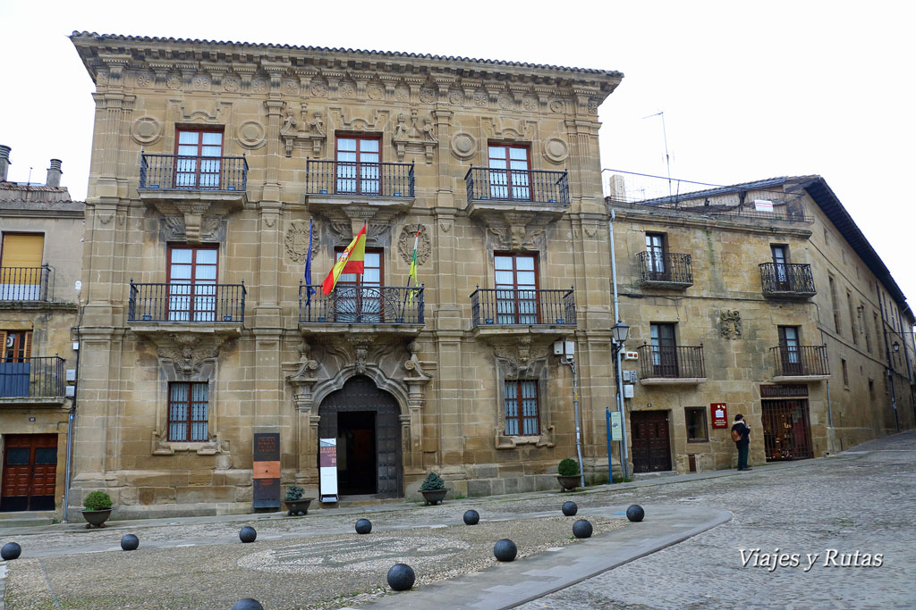 Palacio del Marqués de San Nicolás, ayuntamiento y casa Encantada, Briones