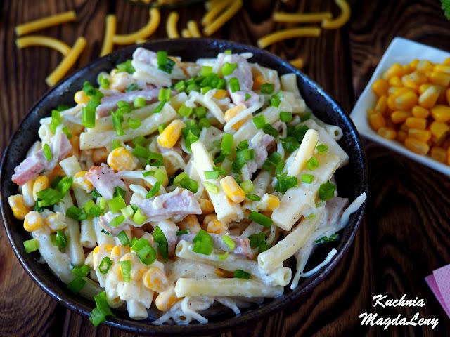 Sałatka z makaronu z selerem sałatkowym