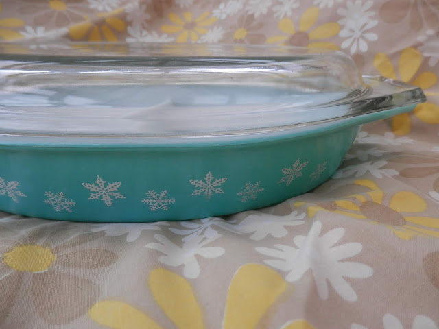 Charity shopping.  From UK charity shop blogger secondhandsusie.blogspot.com #charityshopping #thrifting #secondhand #pyrex #phoenix #kitschkitten #retro
