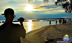 sunset di pulau bulat saat paket wisata pulau kelapa kepulauan seribu utara jakarta