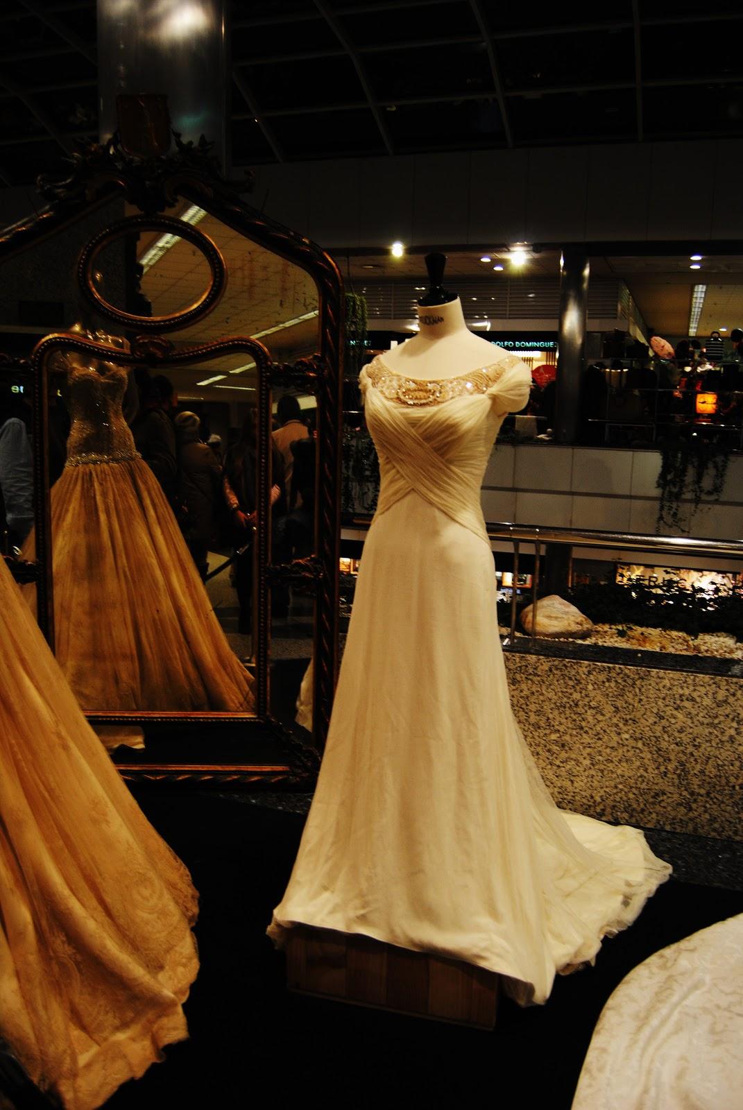 f466053eb La feria consistía en una exposición de vestidos de novia de Lorenzo  Caprile (que estaba por ahí) y numerosas tiendas vintage donde encontrar  cosas ...
