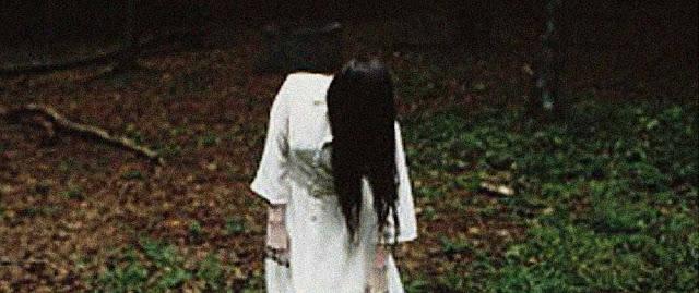 Petite fille sur la cassette vidéo maudite dans Ring, de Hideo Nakata (1998)