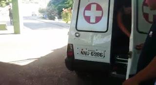 Bandidos interceptam ambulância e matam homem que era socorrido