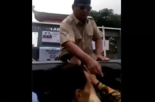 Viral Video Prabowo Pukul Tangan Pria Berbaju Batik Saat Kampanye di Cianjur