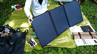 ポータブルソーラーパネルの写真