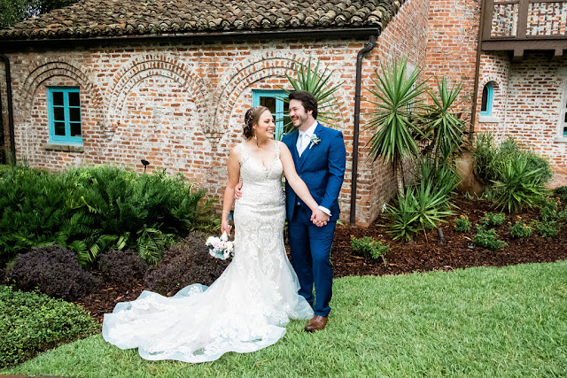 Bride and Groom photos at Casa Feliz wedding venue