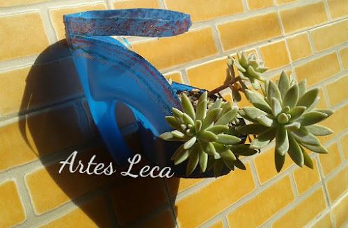 Vaso formato de sapato feito com embalagem amaciante