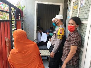 Pantau Penyaluran BPNT, Bhabinkamtibmas Patingalloang Beri Imbauan Terkait PSBB
