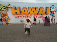 Ribuan Pengunjung Menikmati Suasana Refreshing Wisata Hawai Waterpark Di Malang