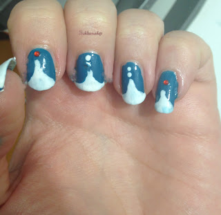 french_triangle_nail_art