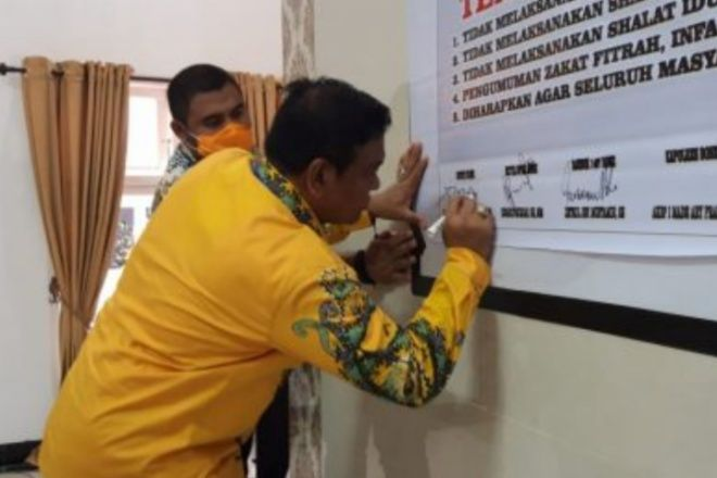 Pemkab Bone dan Tokoh Agama Sepakat, Salat Jumat dan Tarwih Tidak Lagi Dilaksanakan di Masjid