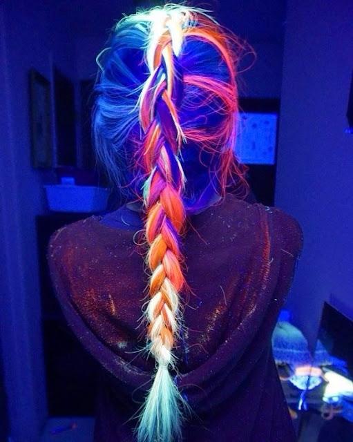 la moda del pelo que brilla en la oscuridad