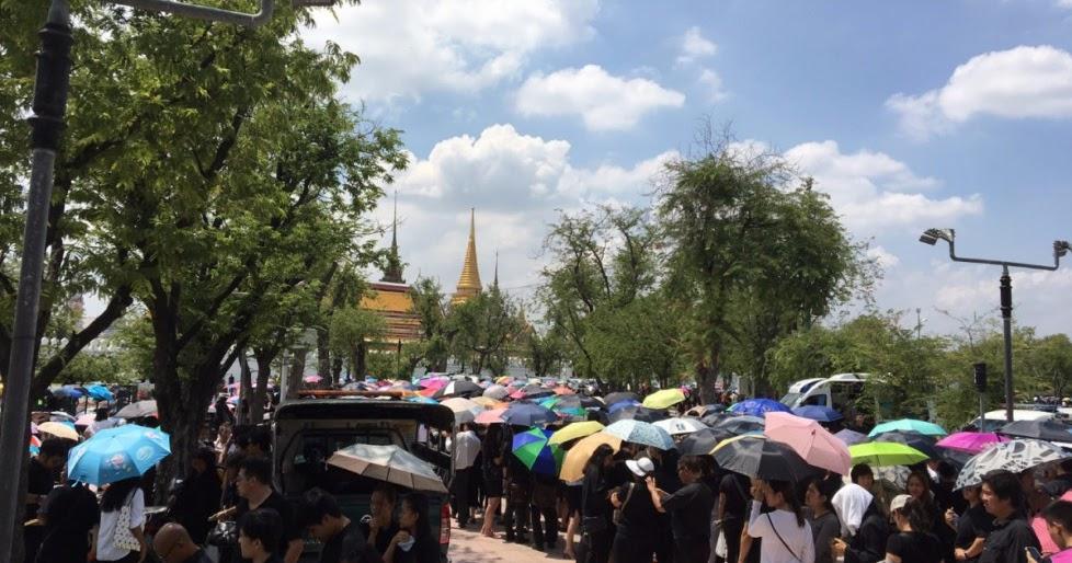 La Thailandia a lutto per la morte del re