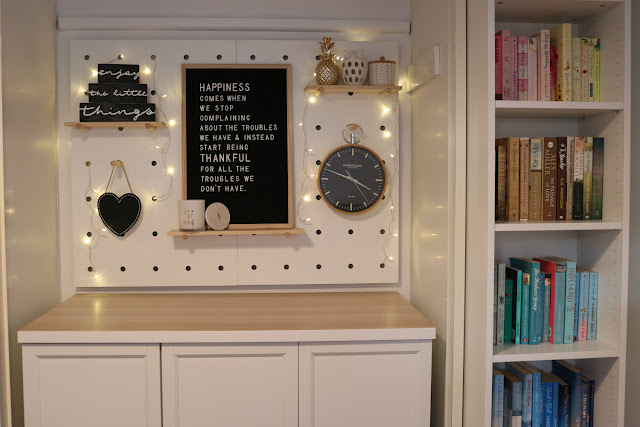 Kmart Peg Board Decorating Ideas - Rainbow Bookshelves Organised by Color - Felt Letter Board Quotes