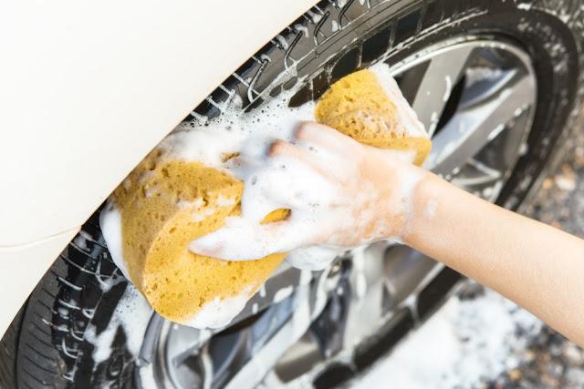 4 Tips Membersihkan Mobil Putih yang Menguning