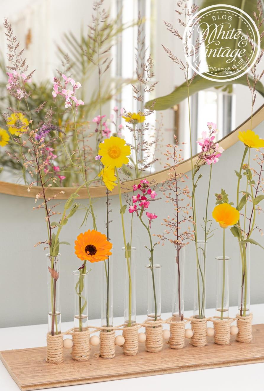 Ikebana Vasen aus Glasröhrchen basteln