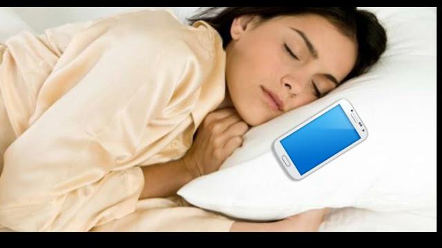 إحدر ان تترك الجوال جانبك أثناء النوم.