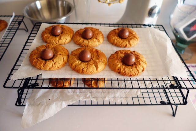 The Rich Gypsy: peanut butter spider cookies