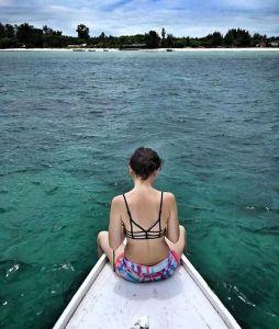 foto kimberly ryder pakai bikini mandi