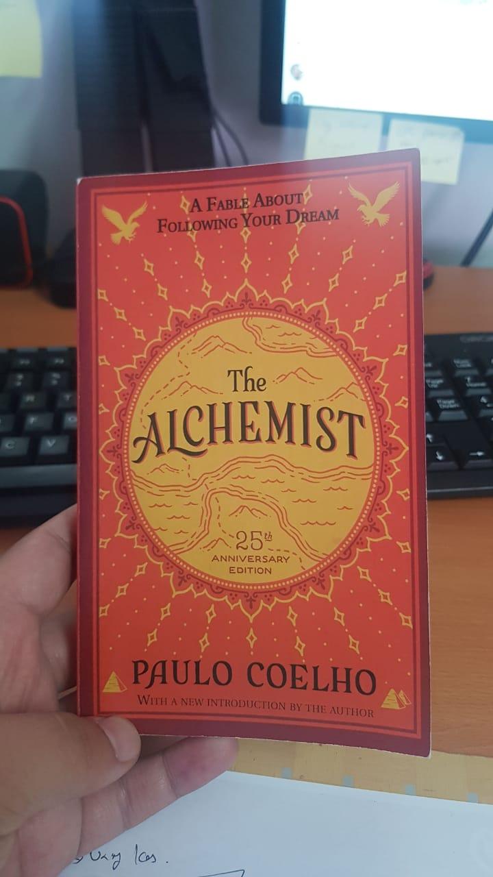 Buku The Alchemist - Paulo Coelho