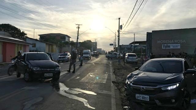VÍDEOS: Promotor de Justiça se envolve em grave acidente de trânsito em Cajazeiras; mulheres ficaram feridas na colisão
