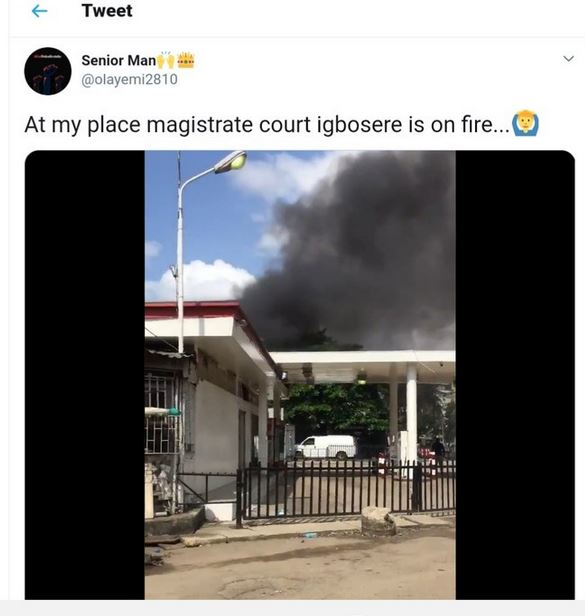 Video Of Thug Wearing Judge's Wig And Robe As They Attack Igbosere High Court In Obalende #Arewapublisize