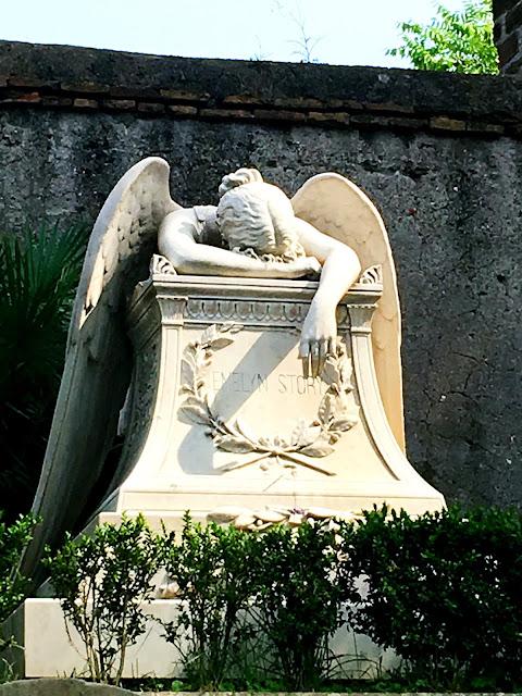Statue-cemetery-rome