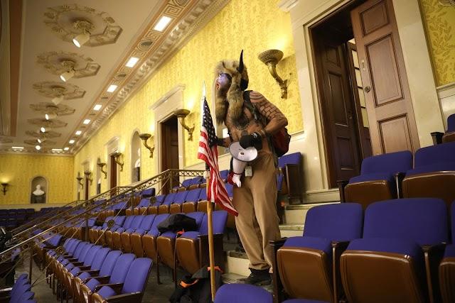 El Congreso retoma su sesión sobre las elecciones tras asalto al Capitolio