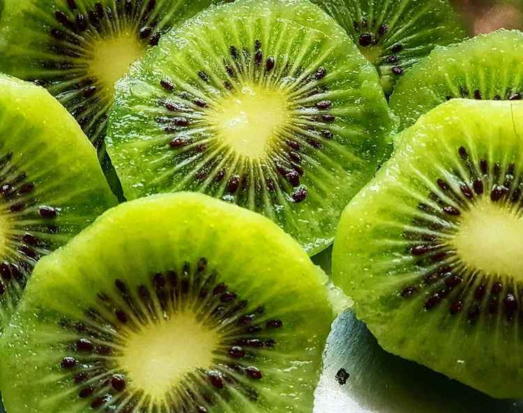 How many calories are in a kiwi