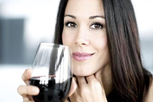 Tomar vinho ajuda a emagrecer: mito ou verdade?