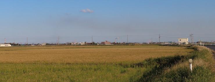 コンビナートの煙突が見える風景