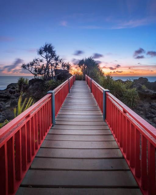 jembatan merah, jembatan merah pantai menganti, foto jembatan merah pantai menganti, foto jembatan merah