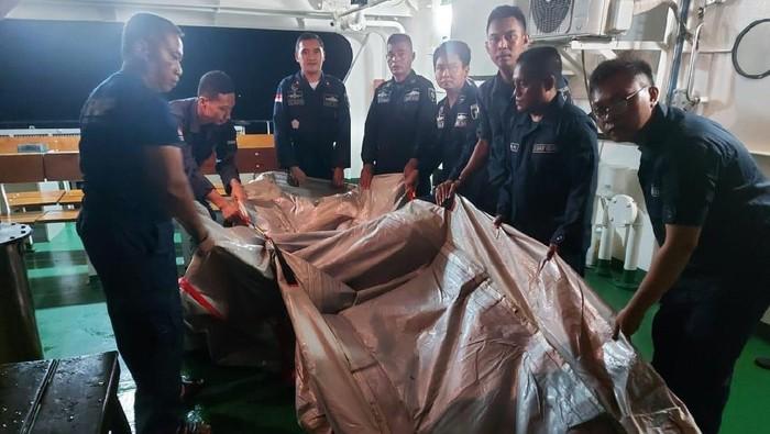 Benda Diduga Seluncur Darurat Sriwijaya Air SJ182 yang Jatuh Ditemukan