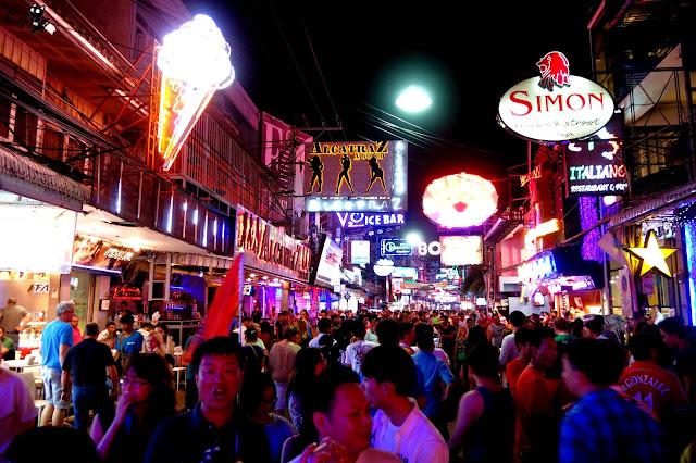 泰國芭達雅紅燈區實錄──粉紅霓虹燈滿布 尋歡者的天堂