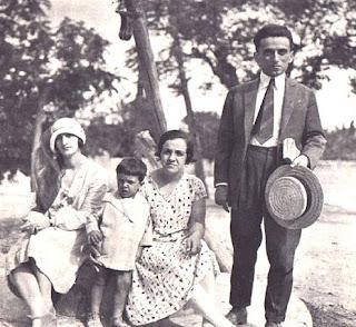 Σαν σήμερα αυτοκτονεί ο Κώστας Καρυωτάκης