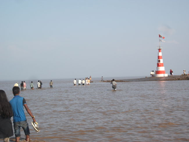 Devotees Nearing Nishkalank Mahadev Temple As The Water Recedes