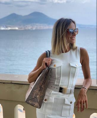 Francesca Fialdini conduttrice TV occhiali da sole vestito Elisabetta Franchi napoli Vesuvio 11 settembre