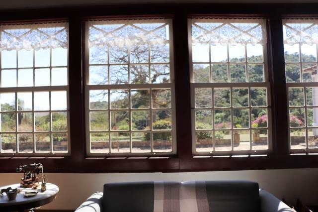 Vista da janela da casa da Fazenda da Cachoeira Grande em Vassouras, no Vale do Café