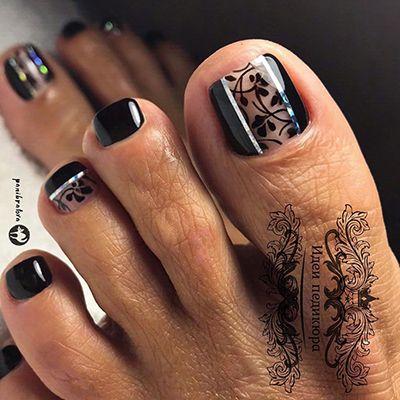 unhas dos pés decoradas com esmalte preto
