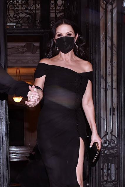 Catherine Zeta Jones – Leaving her New York City apartment