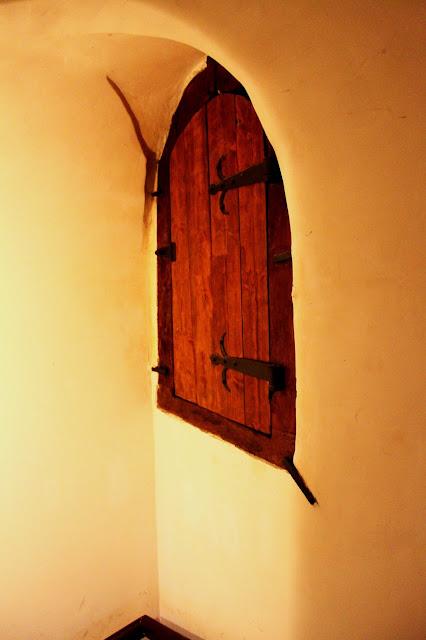Служебная дверь внутри колокольни