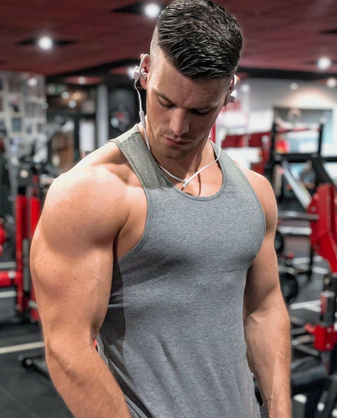 classic-sexy-gym-bro-big-biceps-young-hunk