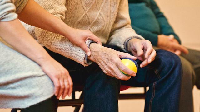 How Can CBD Help Elderly People