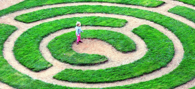 Image: Child Lost in Maze, by Nicolas DEBRAY on PIxabay