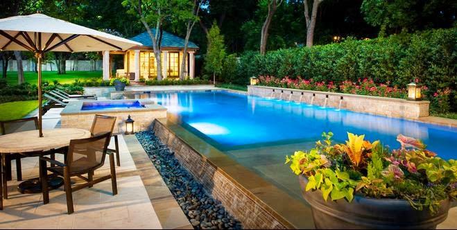 Homify imagenes de casas modernas con piscina for Casa moderna blanca con piscina